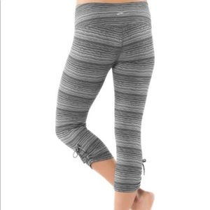 Brooks Pants - Brooks Black & White Urban Run Capri Workout Pants